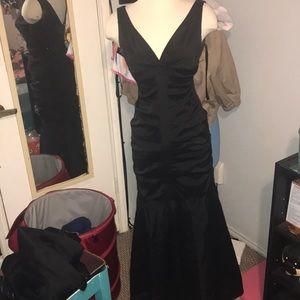 Beautiful black Xscape dress 💕